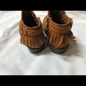 Shoes - Girls fringe booties